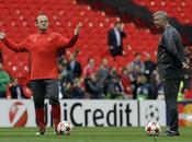 Rooney come Cassano: centravanti imita Ferguson infuriare