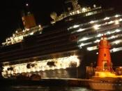 Notizia Flash: Costa Concordia avaria. Passeggeri trasferiti scialuppe.