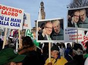 """Milano manifestazione Lega Duomo contro governo """"Bossi-Bobo-boys"""" FOTO MANIFESTAZIONE"""