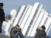 Tegole dalle dichiarazioni degli ufficiali bordo sulla Costa Crociere: società sapeva dell'inchino, stata informata della gravità dell'incidente aveva concordato lanciare subito l'allarme