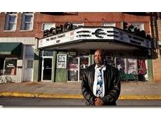 Pastore costretto essere proprietario negozio Klux Klan