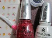 Review China Glaze Mrs.Claus Snow gemme nail tatoo
