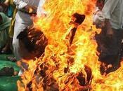 Delhi, tibetano immolato stamane. E'in gravi condizioni